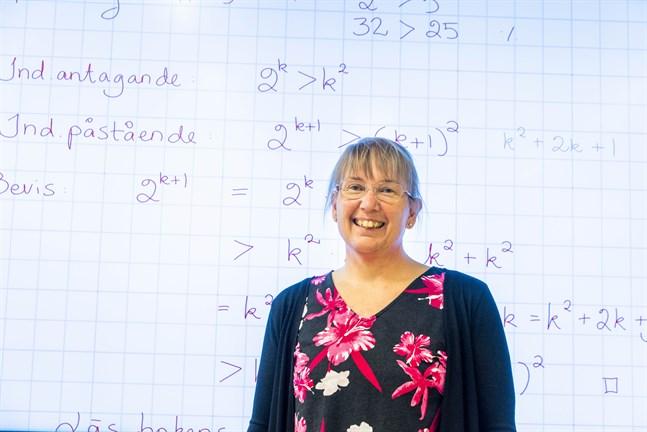 Irene Pörn är lektor i matematik vid Korsholms gymnasium. I år är hon en av tre gymnasielärare som får pris från Finska Vetenskaps-Societeten.