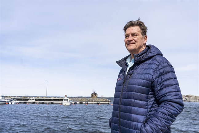 Kvarkens båtklubb har kämpat för bränsleförsäljning sedan de tog över hamnen i Klobbskat för drygt två år sedan, berättar ordförande Bengt Engström.