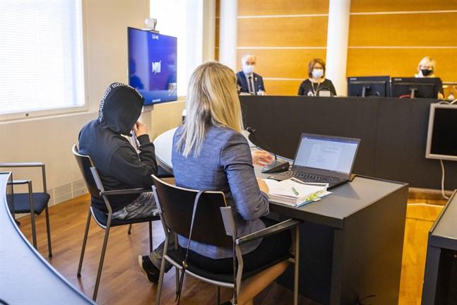 Advokat Anni-Leena Träskbäck företräder mannen som åtalas för Gerbydråpet där Klamydias ex-trummis dödades.