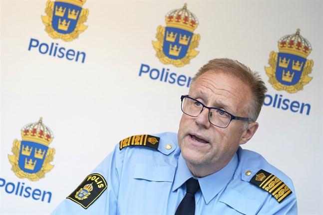 Malmös polisområdeschef Stefan Sintéus vid en pressträff om explosionerna.