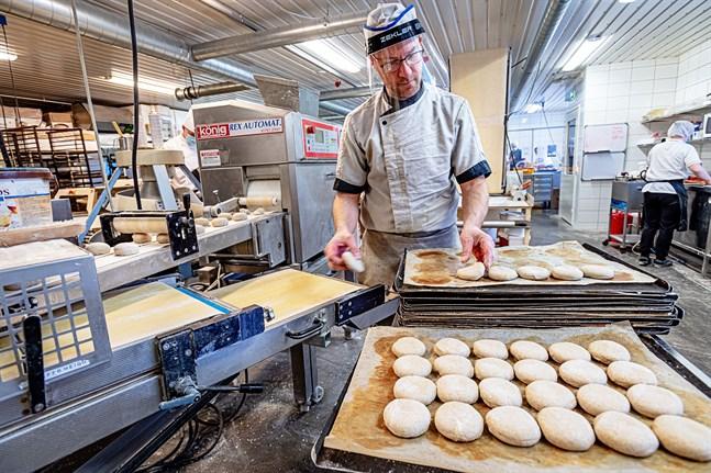 Andreas Nyvall, vd och huvudägare för Luukkonens bageri, vill gärna sälja bageriet och hoppas att intressenter tar kontakt.