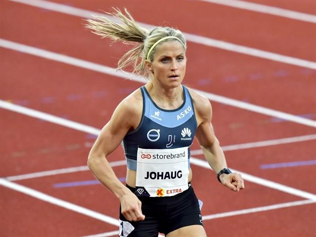 Therese Johaug satsar på att nå OS-gränsen på 10000 meter.