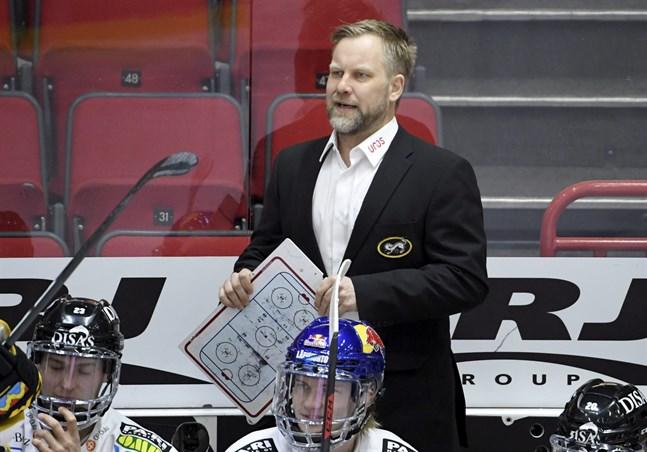 Fem medaljer blev det för Mikko Manner i FM-ligans framgångsmaskin Kärpät. När och var han nästa gång tränar ett klubblag är öppet.