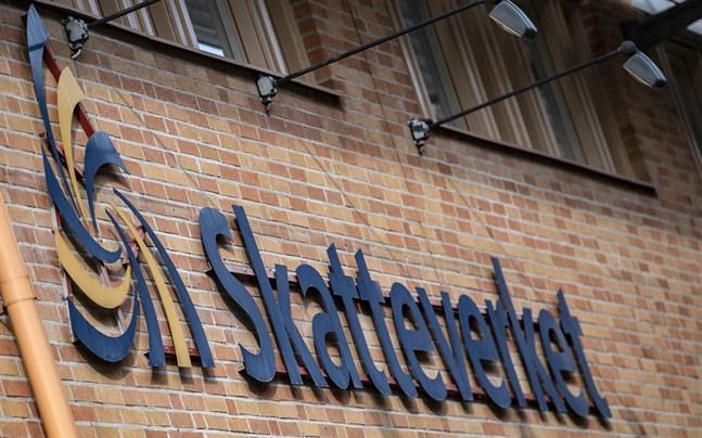 En man registrerades av misstag som död i folkbokföringen i Sverige.