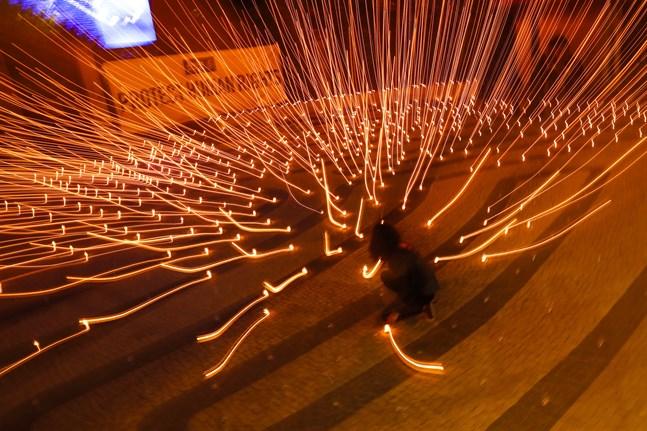 Bild från demonstration för mänskliga rättigheter i Indien i samband med EU-toppmötet. Indien deltar när mötet fortsätter på lördagen.