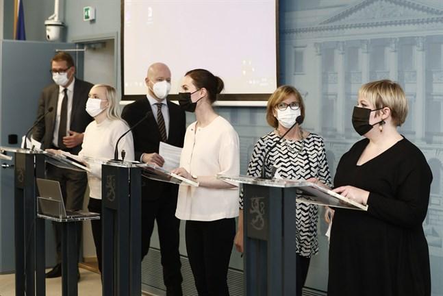 Finlands regering, här representerad av (från vänster) Matti Vanhanen, Maria Ohisalo, Jussi Saramo, Sanna Marin, Anna-Maja Henriksson och Annika Saarikko gav kulturbranschen ytterligare ett negativt besked i form av minskade statliga medel.