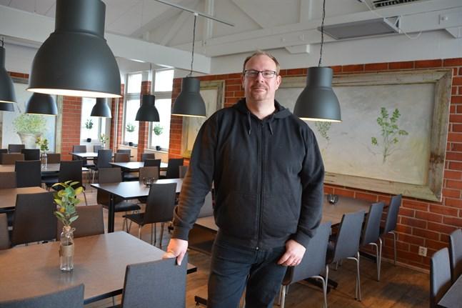 Andreas Nylind erbjuder morsdagslunch endast på Bistro i Korsnäs. Där kan ett 50-tal platser användas nu.