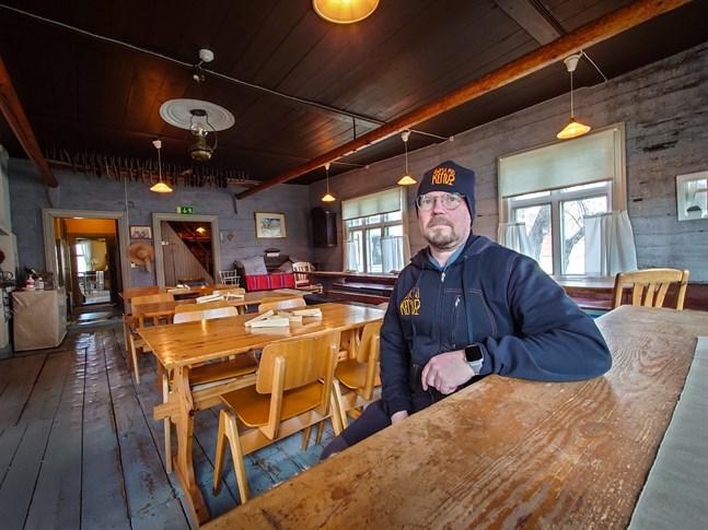 Krögaren Jani Kettunen tänker blåsa liv i Kronofogdegården i Karleby på nytt. Gästgiveriet som han kallar det kommer att erbjuda traditionell och modern mat samt piknik-korgar för besökarna.