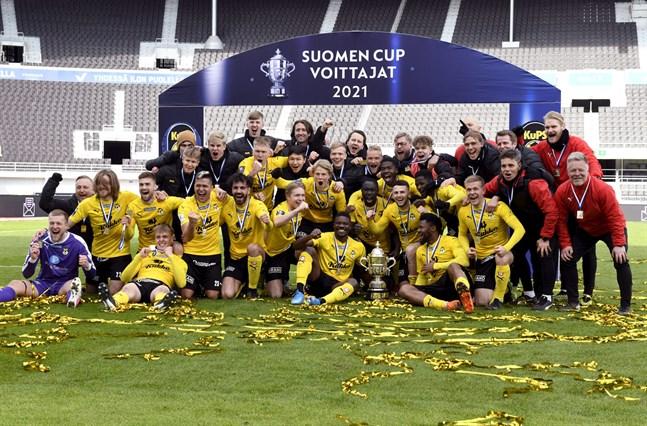 KuPS fick lyfta cupbucklan på Olympiastadion på lördagen. Cupfinalen spelades utan publik