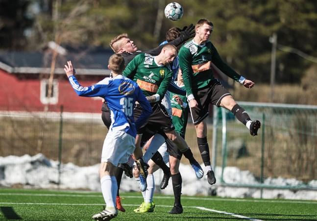 Kevin Storfors och Alexander Kronholm såg till att I-JBK:s målvakt Jonas Stenbacka hade en hel massa att göra på Nya Ehnvallen.