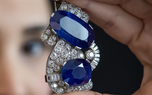 Ett smycke med den största Kashmirsafiren som någonsin gått ut på auktion.