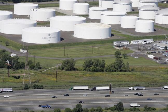 Colonial Pipelines oljeledningar från raffinaderierna i Texas, som står för 45 procent av all bensin, diesel, villaolja och flygfotogen som konsumeras i nordöstra USA, har stängts efter en cyberattack.