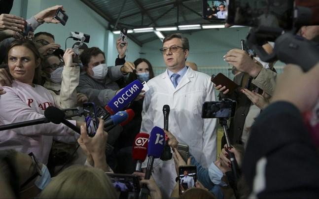 Aleksandr Murachovskij vid en presskonferens på akutsjukhus nummer ett i Omsk, i samband med att Aleksej Navalnyj vårdades där.