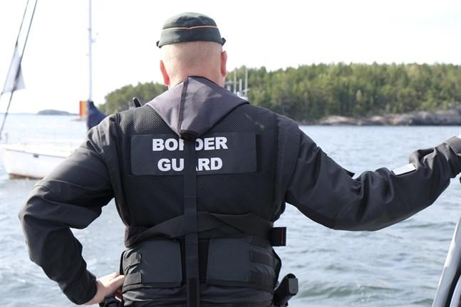 Gränsbevakningen är fullt sysselsatt på grund av reserestriktionerna.