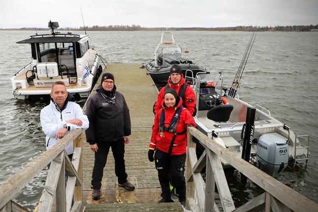 Kim Sebbas, Johan Nydahl, Maria Stenbacka och Joakim Nygård kör sina kunder ut till havs. Det gör dem inte till konkurrenter. De kompletterar varandra med olika sätt att få uppleva världsarvet.