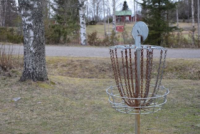Frisbeegolf är populärt och banor finns bland annat i Kaskö (bilden). Men verkställigheten av en ny bana i Närpes dröjer.