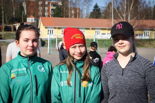 Thelma Backlund, Tilde Finskas och Kajsa Vähäkangas tycker att det är bra att man kan hjälpa andra människor genom att delta i ett välgörenhetslopp.