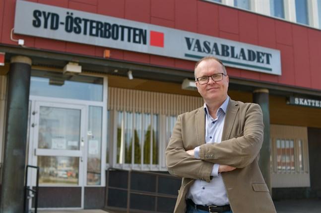 Mats Ekman lämnar posten som ansvarig utgivare för Syd-Österbotten och återgår till jobbet som nyhetsreporter på Vasabladet. Någon tidpunkt är inte fastställd, utan Ekman fortsätter som ansvarig utgivare fram till att efterträdaren kan tillträda.