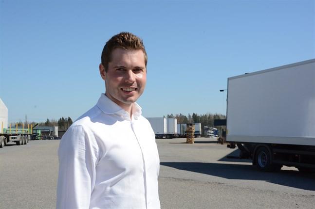 Mikael Louhi har hunnit med många turer ute i världen innan han landade i Kaskö och Närpes som koncernchef för familjeföretaget Närko Group.