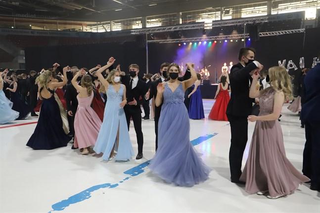 Äldstes dans ordnades i maj i stället för i februari, men deltagarna är glada över att äntligen få dansa.