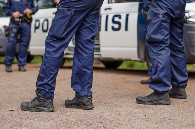 Polisen tömde tre parker i Helsingfors under natten till torsdagen. Arkivbild.