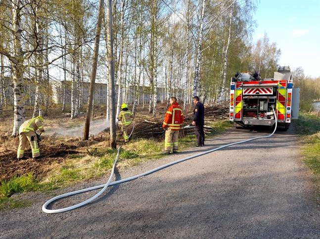 Brandkåren arbetade snabbt och elden var snart släckt.