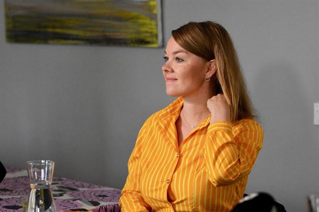 Katri Kulmuni meddelar att hon har milda coronasymtom.