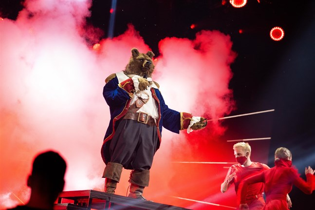 """Sjöbjörnen har tagit sin sista ton i """"Masked singer"""". Pressbild."""