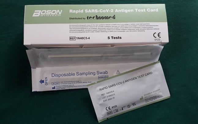 Covidtest för hemmabruk säljs i fempack på Lidl. Tillverkaren finns i Kina.