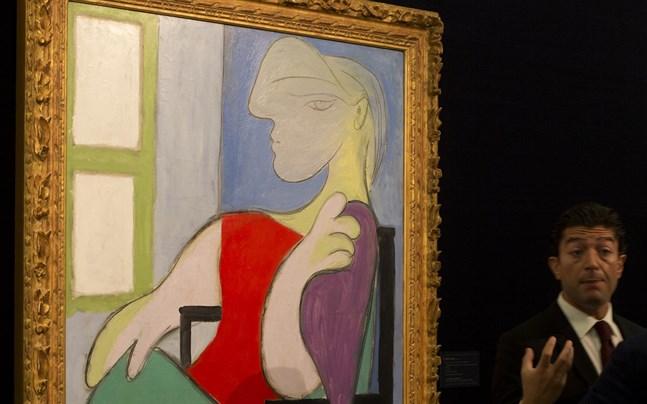 """Tavlan """"Femme assise près d'une fenêtre (Marie-Thérèse)"""" av Pablo Picasso."""