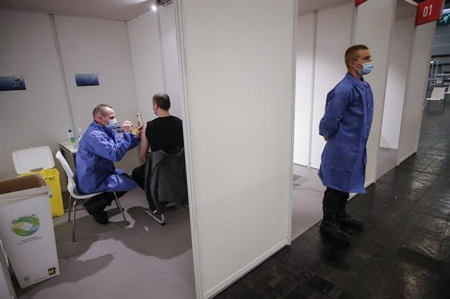 I Frankrike har 20 miljoner människor fått minst en vaccinspruta. Arkivbild från den 6 maj.