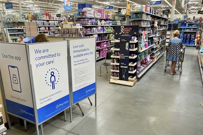 Walmart har meddelat att man ska lätta på munskyddsrestriktionerna. Arkivbild.