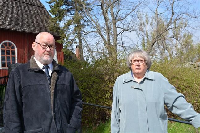 För syskonen Olli och Lena Råtts är det tradition att delta i uppvaktningen på de stupades dag.