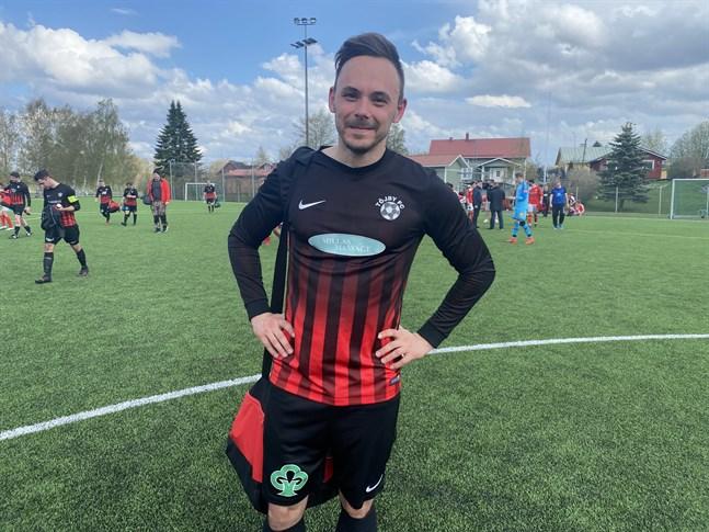 Sprintern Jonathan Åstrand har anslutit till division 5-laget Töjby FC.