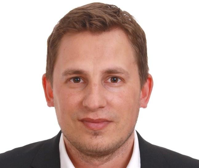 Simon Häggblom bill bli kommundirektör på Åland.