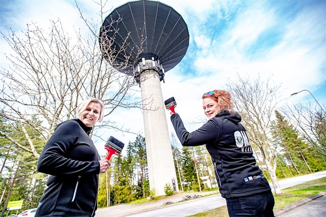 Nu ska vattentornet prydas med en målning. När stadsborna och den engagerade bildkonstnären sagt sitt är Minna Koivula och Sanna-Kaisa Karvonen, som arbetar med projektet OMA, redo att hjälpa till.