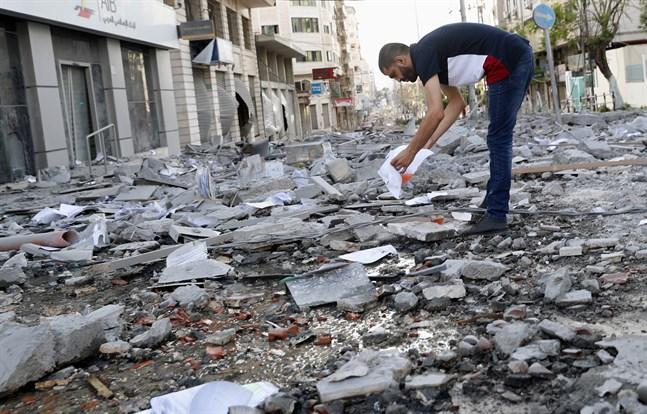 Resterna av en byggnad som bland annat hyste en vårdcentral i Gaza stad.