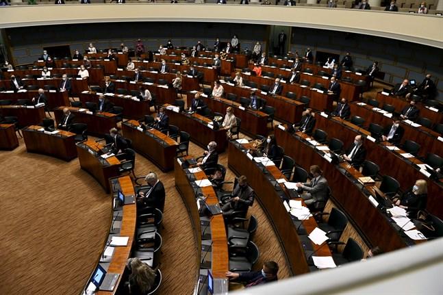 Riksdagen skulle ursprungligen rösta om EU:s stödpaket redan på onsdagen förra veckan. Nu godkändes paketet till slut på tisdagen.
