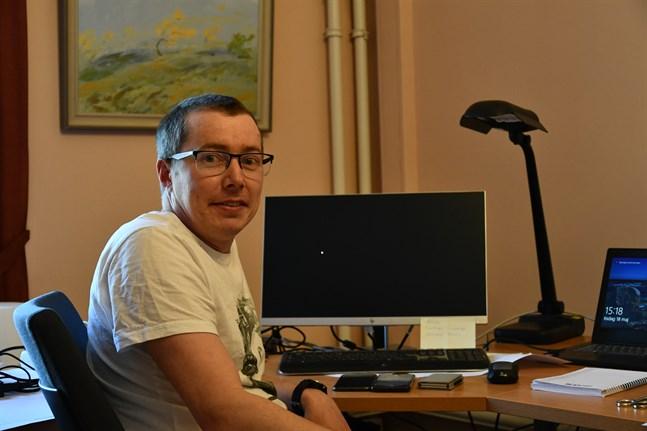 Mårten Kortells nuvarande anställning som ICT-planerare löper ut i oktober.