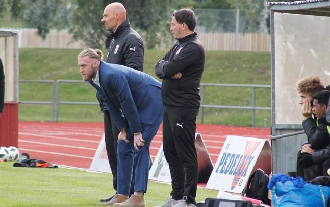 Förra säsongen bestod Sportings tränarstab av chefstränaren Matt Poland, i mitten, och assisterande tränaren Richard Lähteenmäki, till höger. I år stannar Matt Poland i USA.