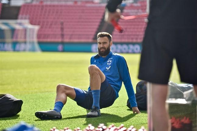 Tim Sparv tror och hoppas att knät kommer att kännas bra när landslaget inleder sitt EM-förberedande läger.