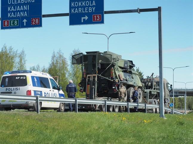 Ena parten i olyckan var en av försvarsmaktens lastbilar.