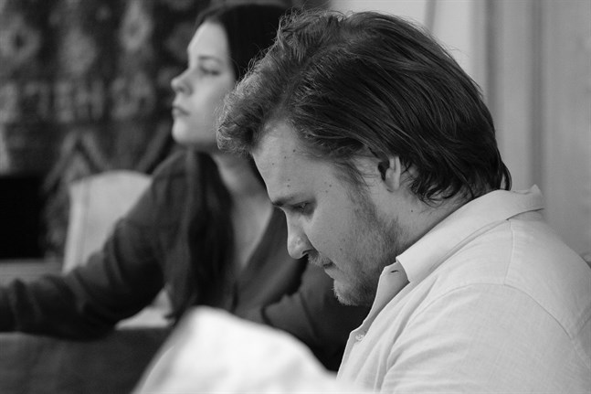 "Elias Kovanko släpper en låt med Julia Andersson. Den heter ""Things that might have been""."
