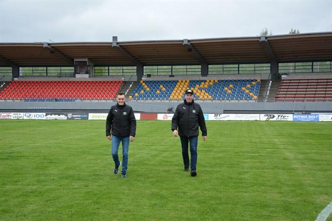 Ordförande Mårten Grandell och vice ordförande Rolf Westerholm hoppas publiken möter upp på söndag, då Kraft har hemmapremiär i division 2. Tillåten publikmängd är 600 personer.