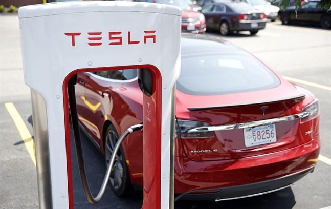 Norska Teslaägare får ersättning, sedan en uppdatering gjort att bilarna laddats långsammare.