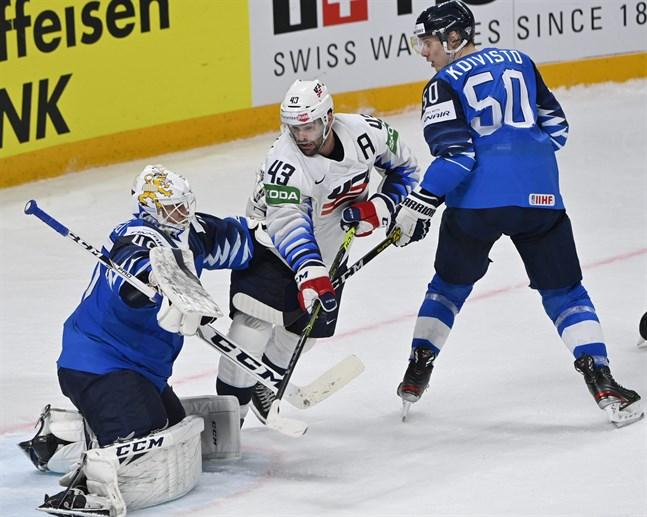 Målvakten Jussi Olkinuora bar det finländska laget till tre poäng. Det är värt en middag där lagkaptenen Marko Anttila står för notan.