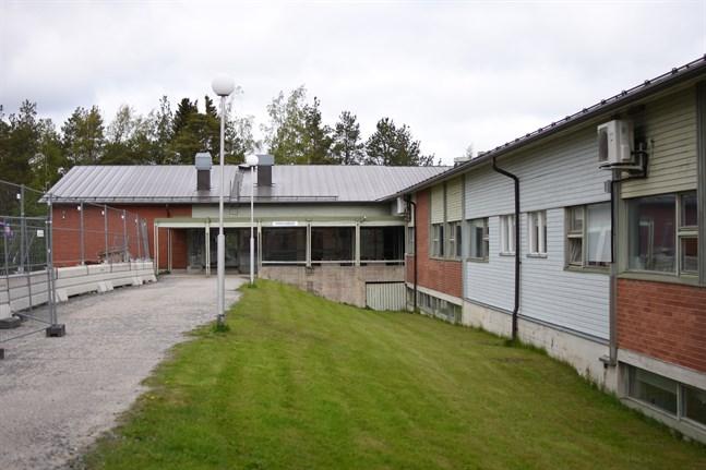 Tjänsten som rektor i Närpes högstadieskola lockar endast en sökande.