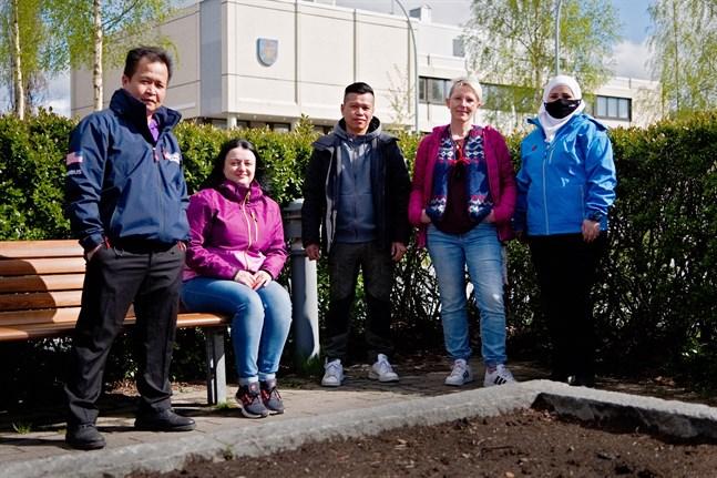 Jersey Huynh, Yuliia Kruhliak, An Tuan Phan, Unnur Bjarnadóttir och Rasha Rahmoun kandiderar alla i kommunalvalet. Alla är eniga om att det mångkulturella Nykarleby också ska synas i beslutsfattandet.
