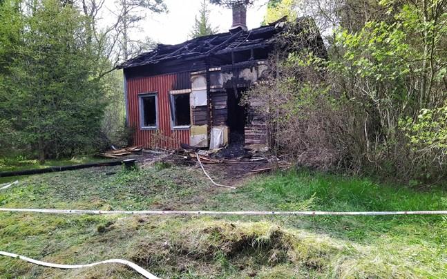 Husbranden i Tjöck på tisdagsmorgonen krävde ett människoliv. En kropp hittades inne i huset.