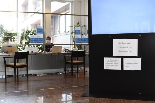 Förhandsröstningen pågår till och med den 8 juni. Då ser det ut så här i Närpes stadshus aula.